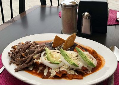 Chilaquiles Rojos con Carne Asada - Restaurante Santa Rosa en San Pedro Cholula