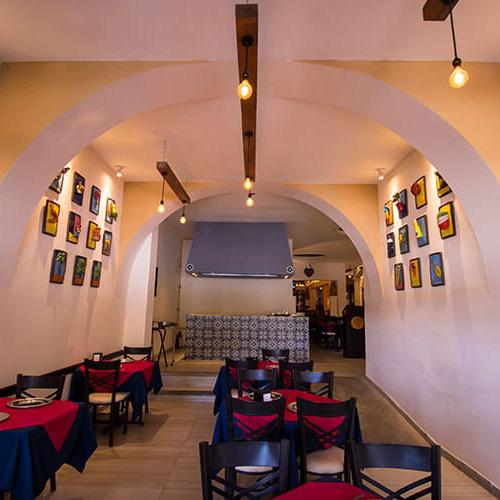 Hotel Restaurante Mexicano con Decoración Típica de la Región - Grupo Santa Rosa